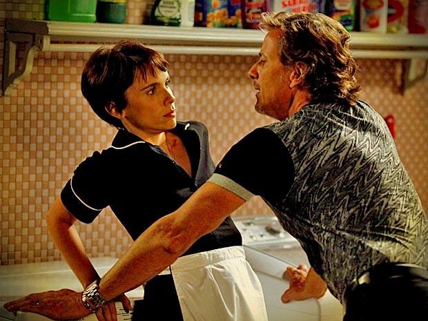 Depois de algumas indiretas, dessa vez Max parte mesmo para cima de Nina (Foto: Avenida Brasil/TV Globo)