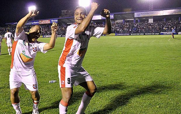 Fabio Renato comemoração Liga de Loja (Foto: Reprodução / La Hora)