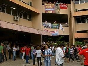 Professores da rede estadual ocuparam prédio da Seduc (Foto: Reprodução / TV Liberal)
