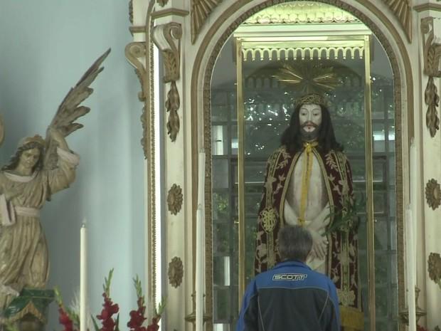 Comemorações a Bom Jesus de Iguape atraem milhares de fiéis (Foto: Reprodução / TV Tribuna)