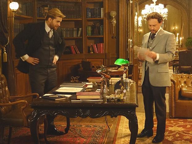 Edgar entrega textos inéditos para Guerra publicar (Foto: Lado a Lado / TV Globo)