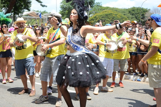 Emanuelle Araújo é rainha de bateria do Monobloco (Foto: Eduardo Martins / AGNEWS)