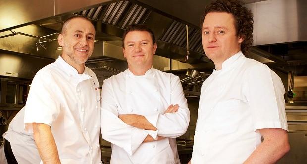 Os chefs do Reino Unido Michel Roux Jr., Theo Randall e Tom Kitchin so os mentores da competio entre jovens estudantes de Gastronomia (Foto: Divulgao)