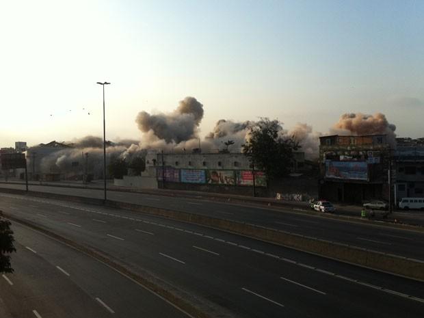 Implosão da antiga fábrica a Rheem Química, em Benfica (Foto: Isabela Marinho / G1)