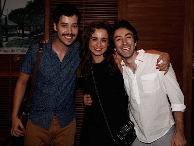A diretora Maria de Medicis fez a festa com os atores Arlindo Lopes e Rodrigo Pandolfo (Foto: Inácio Moraes/Gshow)