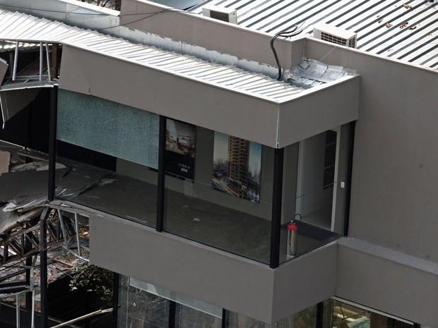 Um estande de vendas da obra de um prédio em construção é visto após desabar na Vila Olímpia, na zona sul de São Paulo (Foto: Fábio Tito/G1)