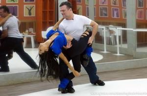 Garib mostrou que é muito sensual em pose incrível com Aline Riscado (Foto: Domingão do Faustão / TV Globo)