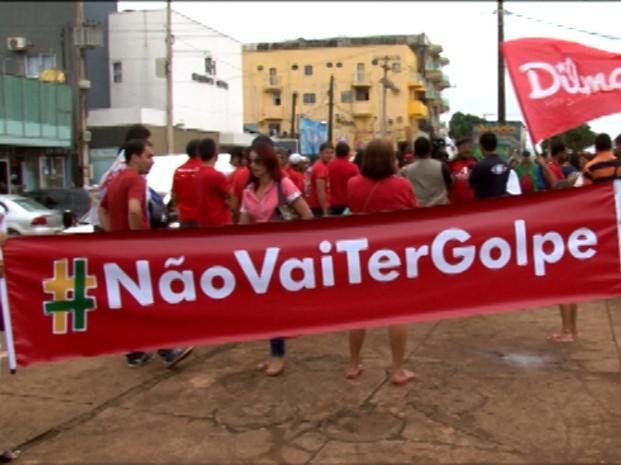 Em Altamira, no Pará, manifestantes estenderam faixa contra o golpe. (Foto: Reprodução/TV Liberal)