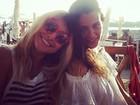 Sabrina Sato e Fernanda Motta curtem praia em Ibiza