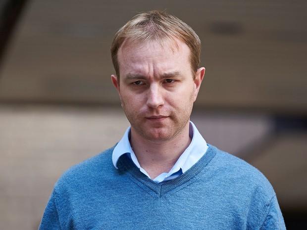 O ex-corretor Tom Hayes deixa um tribunal em Londres na última sexta-feira (31) (Foto: AFP/Niklas Hallen)