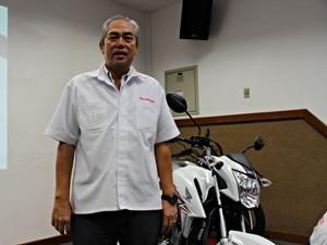 Gerente Mário Okubo comentou produção de novas motocicletas (Foto: Suelen Gonçalves/G1 AM)