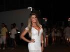 Babi Rossi usa vestido bem decotado para curtir o réveillon em Florianópolis