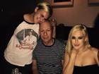 Bruce Willis janta com as filhas nos Estados Unidos