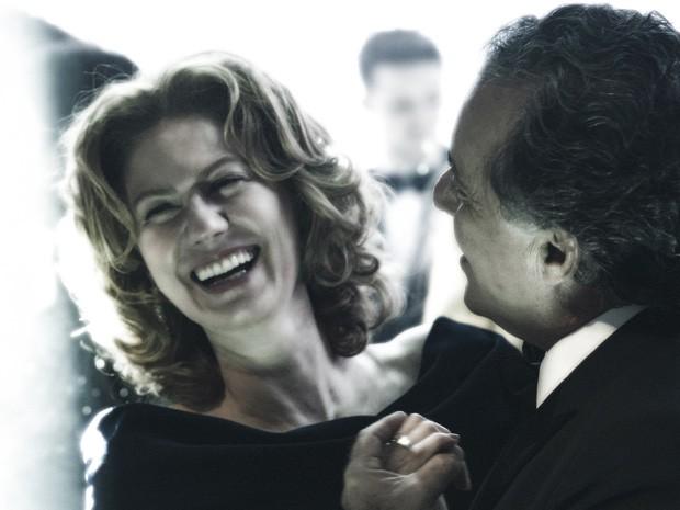 Braga e Angela dançam em clima de falsidade (Foto: Estevam Avellar / TV Globo)