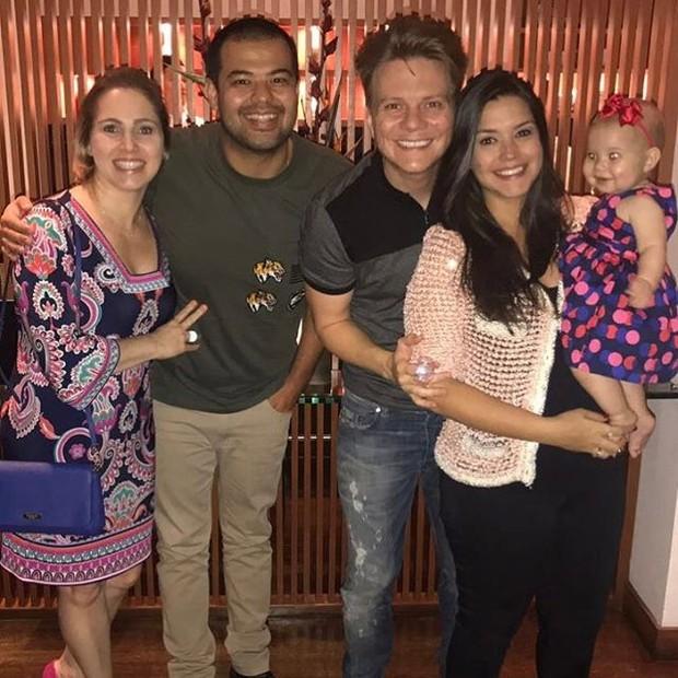 Thais Fersoza, Michel Teló e Melinda com amigos (Foto: Reprodução / Instagram)
