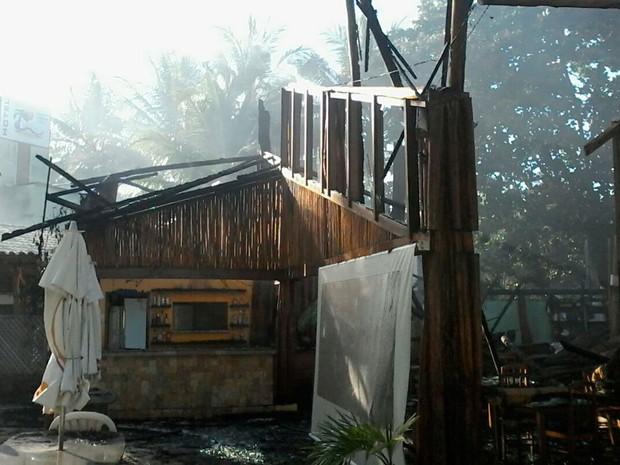 Incêndio destruiu parte de hotel na Bahia (Foto: Divulgação/Corpo de Bombeiros)