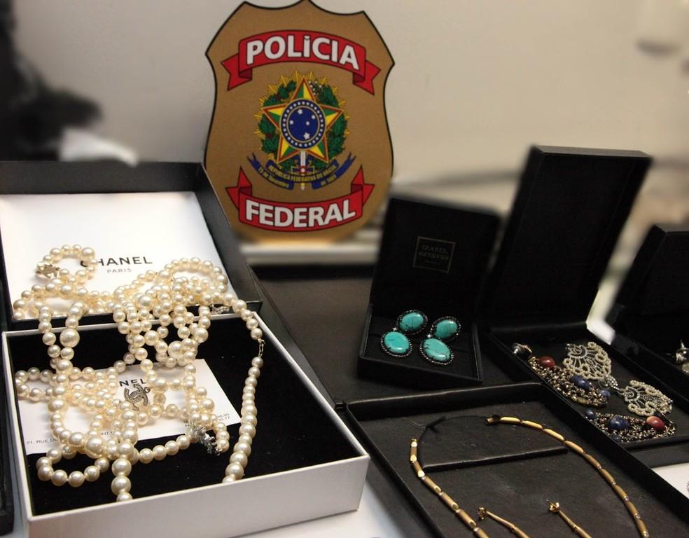 Joias foram encontradas na casa de Sérgio Cabral e apreendidas pela polícia (Foto: Divulgação/Polícia Federal)
