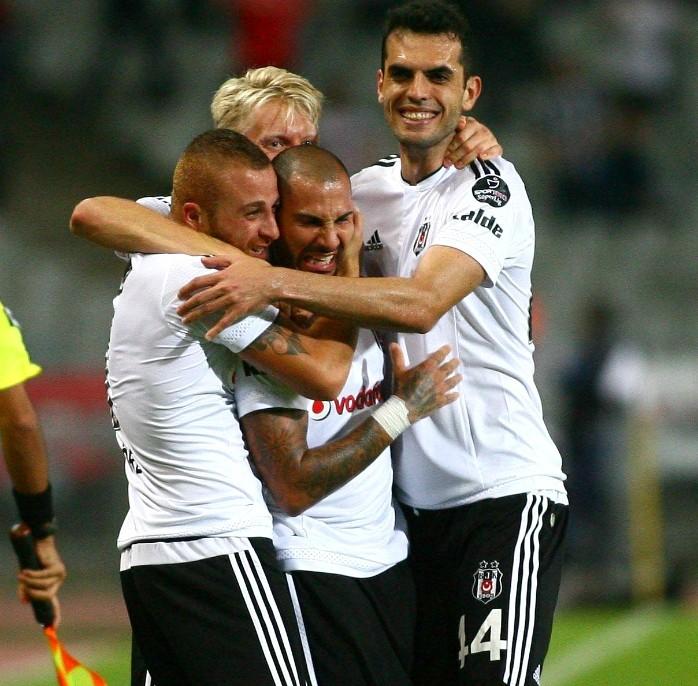 """BLOG: Foi """"sem querer querendo""""? Quaresma faz golaço em derrota do Besiktas no Turco"""
