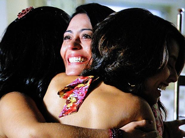 Maninhas ficam em polvorosa com gravidez de Jacira (Foto: Amor Eterno Amor/TV Globo)