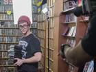 Tecladista da Jamz vive nerd apaixonado em primeiro clipe da banda