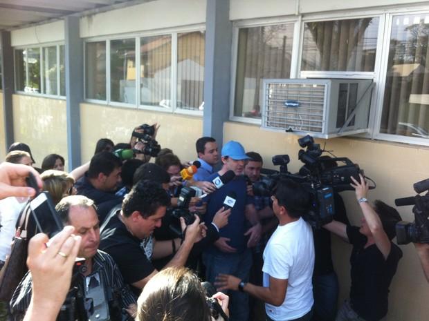 Ao chegar em Curitiba, Eduardo André Gaievski  negou acusações (Foto: Luiza Vaz/RPC TV)