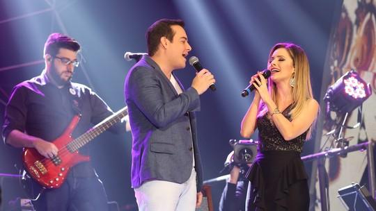 Belutti imita Junior Lima e dança 'Dig-Dig-Joy' com Sandy