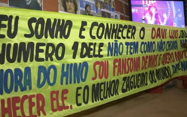 Fã de David Luiz quer levar faixa em homenagem para jogo no Mané Garrincha (Foto: Reprodução SporTV)