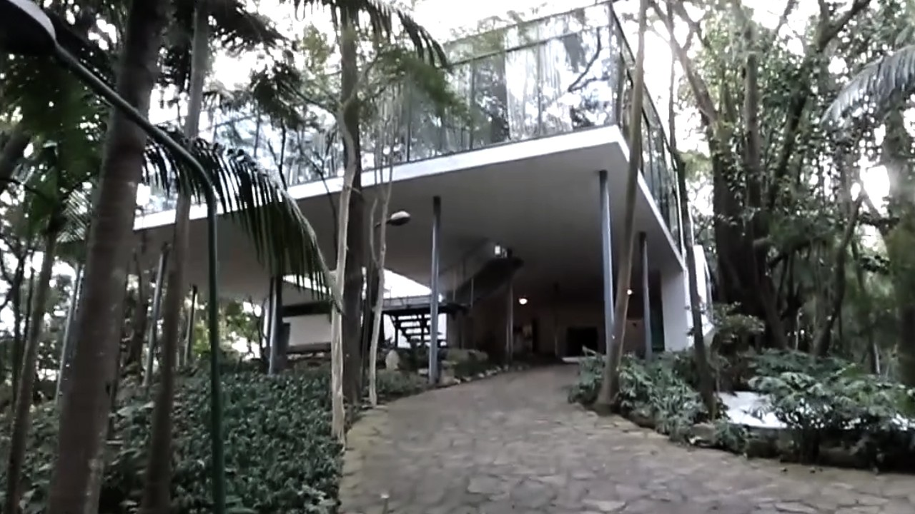 A Casa de Vidro de Lina Bo Bardi, no meio de um bosque no Morumbi (Foto: Marcelo Min/Fotogarrafa/ÉPOCA)