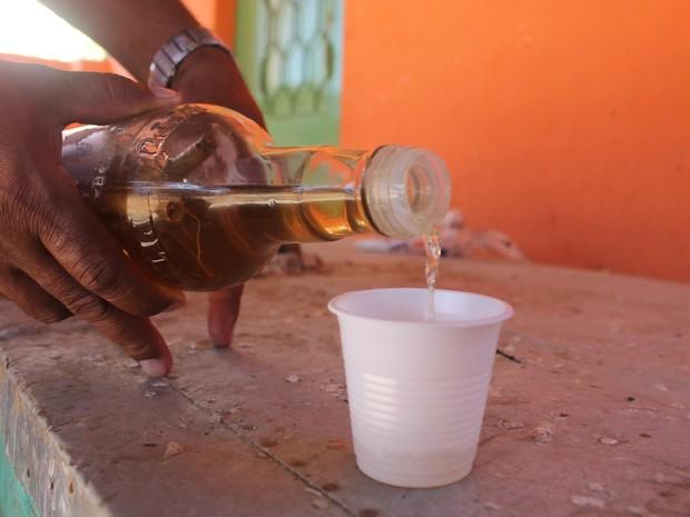 Comerciantes afirmam que não há ilegalidade na venda da raizada de maconha (Foto: Carol Souza /G1)