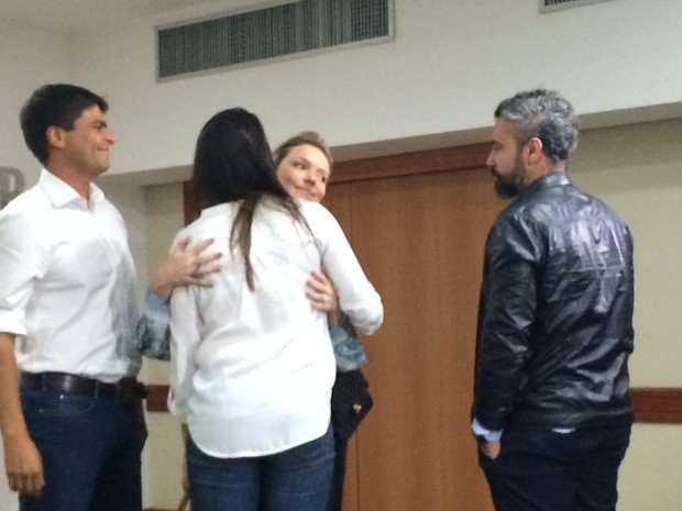 Pedro Paulo, sua atual mulher (de branco), Alexandra e o atual marido dela (Foto: Lívia Torres/G1)