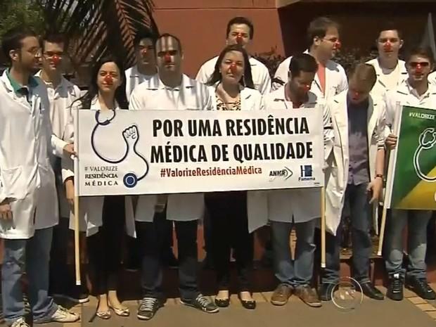 Residentes aderem à paralisação nacional (Foto: Reprodução / TV TEM)