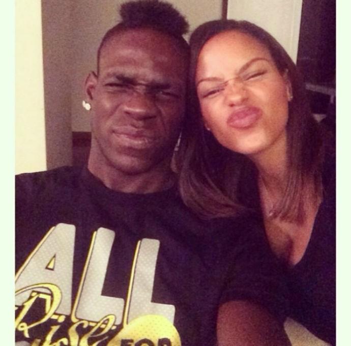 Balotelli e a namorada Fanny Neguesha (Foto: Reprodução/Instagram)