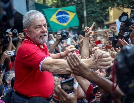O ex-presidente Luiz Inácio Lula da Silva concede entrevista coletiva sobre a denúncia do Ministério Público Federal contra ele e sua esposa Marisa Letícia em hotel no centro de São Paulo (Foto:  Pedro Kirilos / Agencia O Globo)