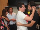 Thiago Martins e outros famosos prestigiam Ricardo Pereira em peça