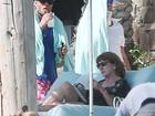 Leonardo DiCaprio curte férias com Nina Agdal após confusão com sósia