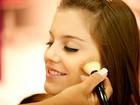 Aprenda com Alice Wegmann, de 'Malhação', a fazer a doce maquiagem de Páscoa com confeitos de verdade