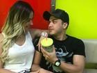 Thyane Dantas recebe o carinho de Wesley Safadão em show