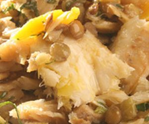 Salada de bacalhau com lentilha, manga e ervas