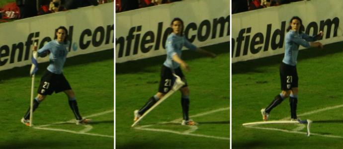 cavani gol uruguai (Foto: Lucas Rizzatti/GloboEsporte.com)