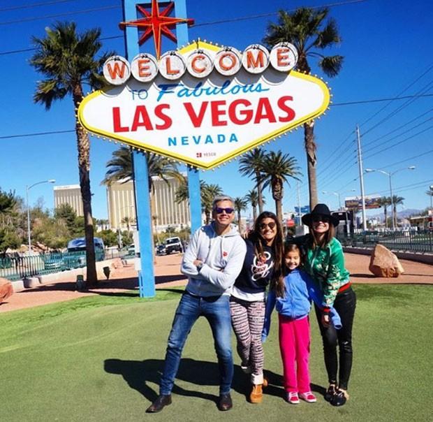 Otaviano Costa com Flávia Alessandra, a enteada, Giulia Costa, e a filha, Olivia (Foto: Reprodução)