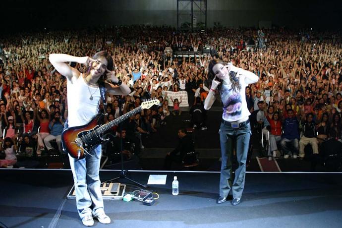 Sandy e Junior durante apresentação no Japão (Foto: Arquivo pessoal)