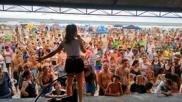 A galera foi à praia para se divertir com o Pontal Mais Verão (Foto: Divulgação/RPC)