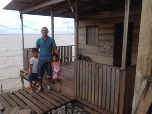 Funcionário público Leo Correa diariamente se preocupa com a situação (Foto: Jéssica Alves/G1)