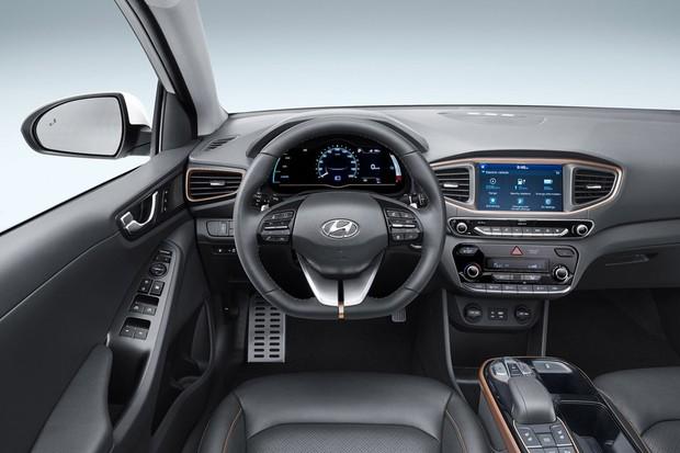 O painel tem visor digital de sete polegadas que muda de acordo com modo de condução (Foto: Divulgação)