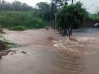 Chuva causa alagamentos e quedas (Reprodução/ TV Integração)