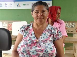 Ana Silva, 48, diz que precisou percorrer três unidades para tratar dengue, em Goiânia (Foto: Fernanda Borges/G1)