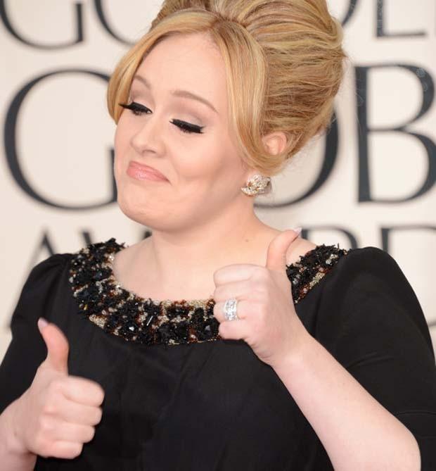 Adele Thumbs Globe (Foto: Multishow)