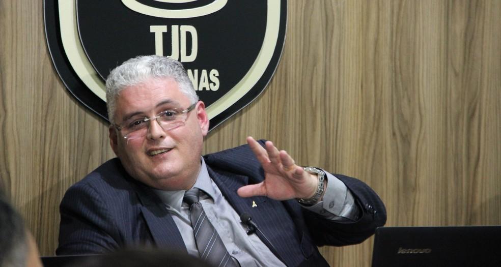 Presidente do TJD, Édson Rosas Júnior, deu o voto de minerva a favor da absolvição (Foto: Marcos Dantas)