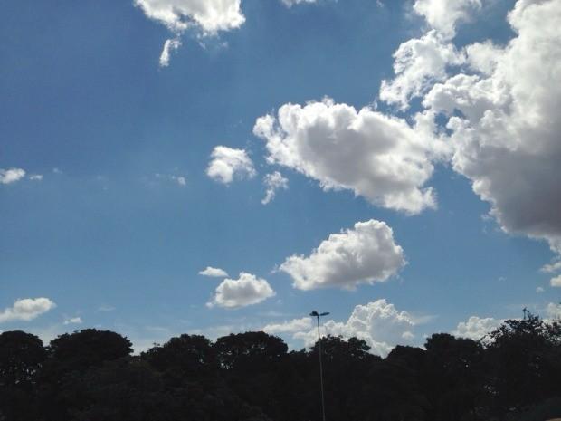 Céu de Campo Grande na tarde desta quinta-feira (30) (Foto: Adriel Mattos/G1 MS)