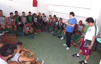 Lorival Santos é apresentado ao CSE e tem conversa com o elenco tricolor
